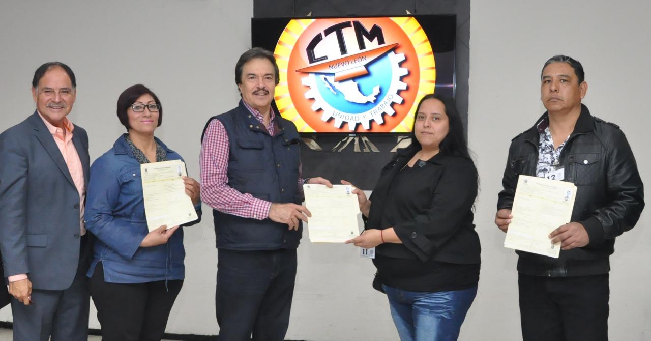 Reconoce Ismael Flores a trabajadores con prepa concluída del programa supérate
